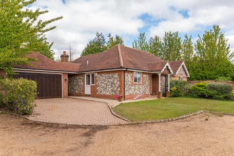 3 bedroom detached bungalow for sale - Woodlane Gardens, Flackwell Heath
