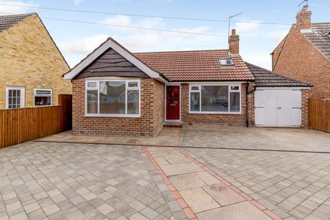 2 bedroom detached bungalow for sale - Galtres Road, York, YO31 1JR