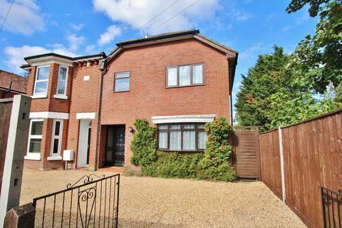 4 bedroom semi-detached house for sale - FOUR BED SEMI CLOSE TO HOSPITAL
