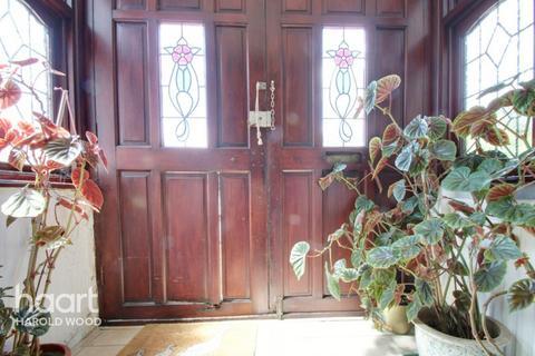 4 bedroom semi-detached house for sale - Beltinge Road, Romford