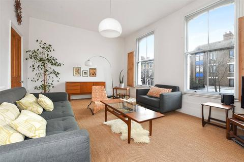 3 bedroom flat for sale - Graham Road, London, E8