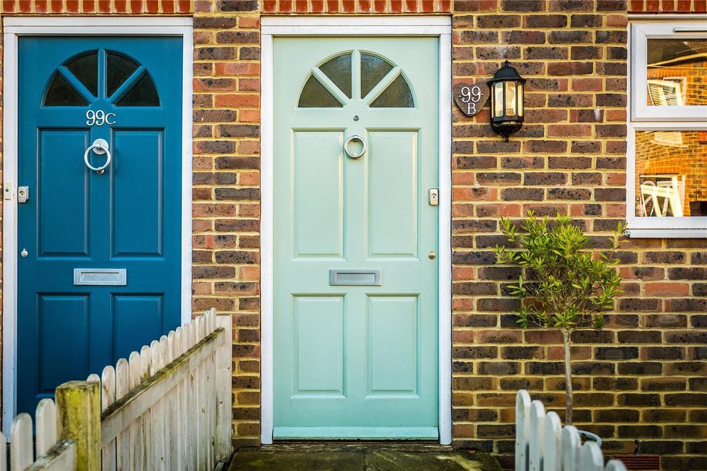 Lesbourne Road, Reigate, Surrey, RH2 4 bed semi-detached house - £575,000