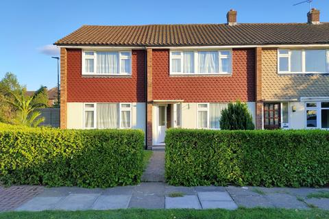 5 bedroom semi-detached house for sale - Osborne Close, Hanworth, TW13
