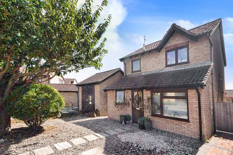 4 bedroom detached house for sale - Gainsborough Avenue, Bradwell