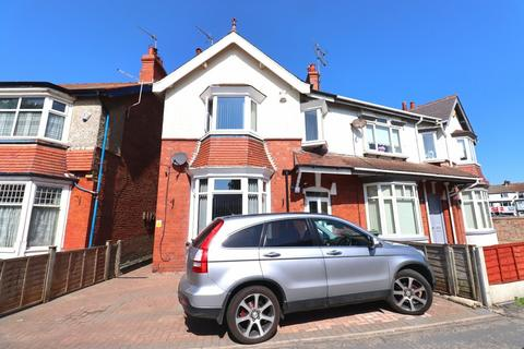 4 bedroom semi-detached house for sale - Horsforth Avenue, Bridlington
