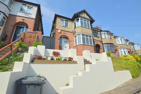 3 bedroom semi-detached house for sale - Strathmore Avenue, South Luton, Luton, Bedfordshire, LU1 3QW