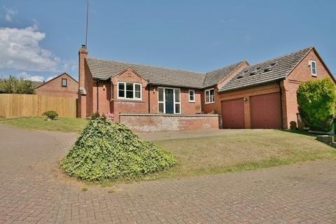 4 bedroom detached bungalow for sale - Farebrother Close, Byfield