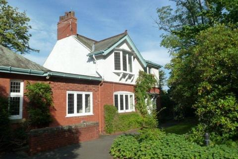 3 bedroom detached house to rent - Harrop Road, Hale, WA15 9DA