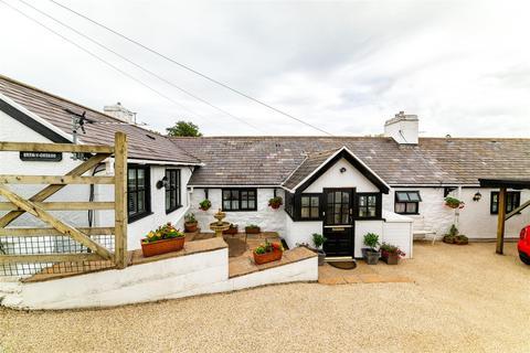 4 bedroom detached bungalow for sale - Ffordd Teilia, Gwaenysgor, Rhyl