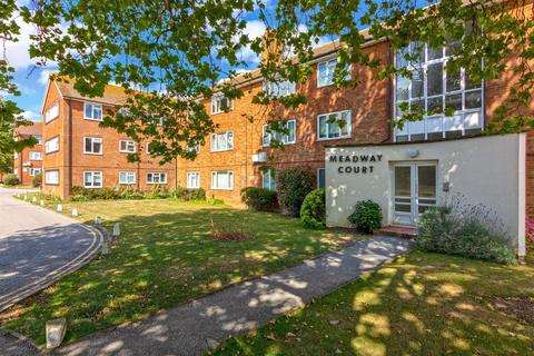 2 bedroom flat for sale - Meadway Court, Worthing