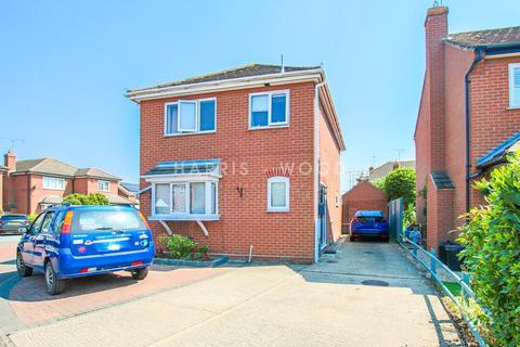 3 bedroom detached house to rent - Beaumont Close, Colchester, CO4