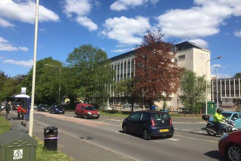 2 bedroom flat to rent - Larch House, High Street, Kingswinford