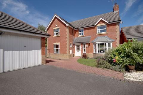 4 bedroom house to rent - Benhall GL51 6QE