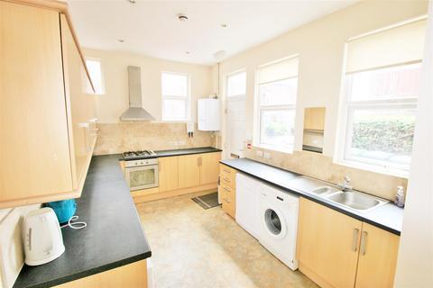 1 bedroom house share to rent - Room 5, 9 Hesketh AvenueKirkstallLeedsWest Yorkshire