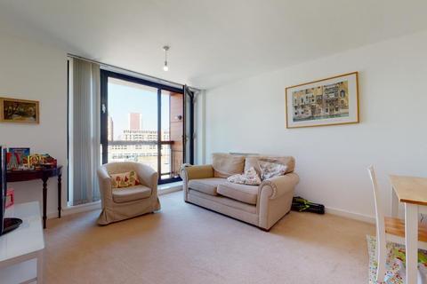 2 bedroom flat - The Sphere, London, E16