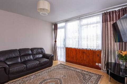3 bedroom terraced house for sale - Eskdale Close, Wembley HA9