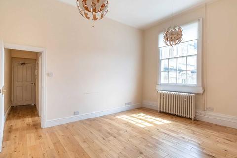 Studio to rent - Upper Borough Walls