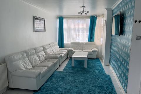 3 bedroom semi-detached house for sale - Southcote Avenue, TW13