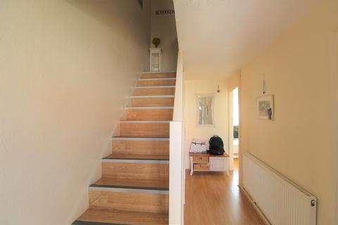 2 bedroom flat to rent - Barrowfield Close, N9