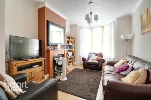 4 bedroom end of terrace house for sale - Main Road, Queenborough