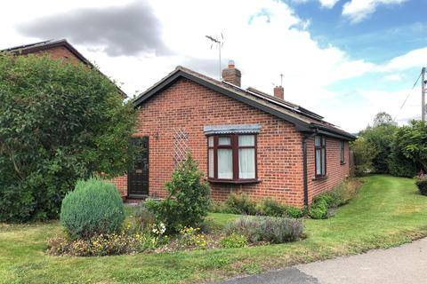 2 bedroom bungalow for sale - Springfield Road, Pocklington, York, YO42 2UY