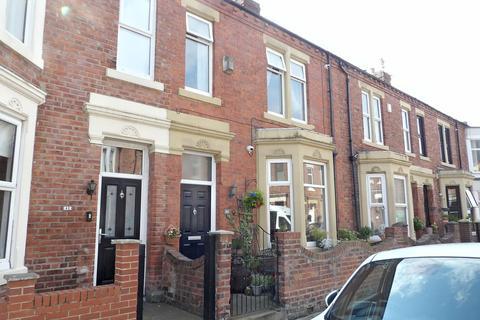 4 bedroom terraced house for sale - Trajan Avenue, Lawe Top, South Shields, Tyne and Wear, NE33 2AN