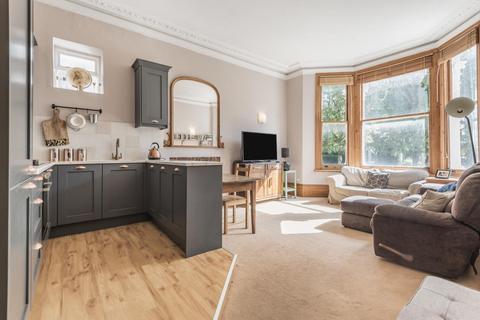 2 bedroom flat for sale - Avenue Crescent, Acton