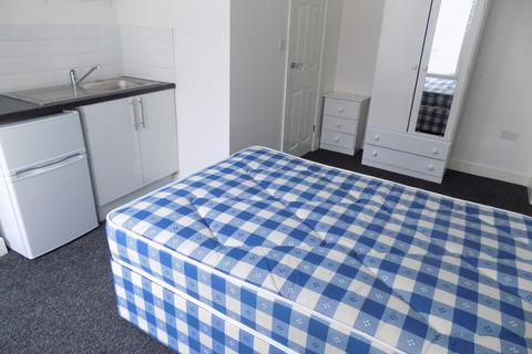 1 bedroom in a house share to rent - Chatsworth Road, Luton, Bedfordshire, LU4