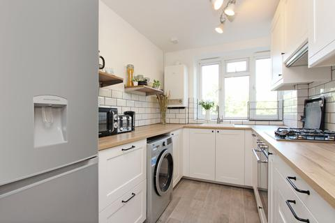 2 bedroom flat - Maple Avenue, Acton, London, W3