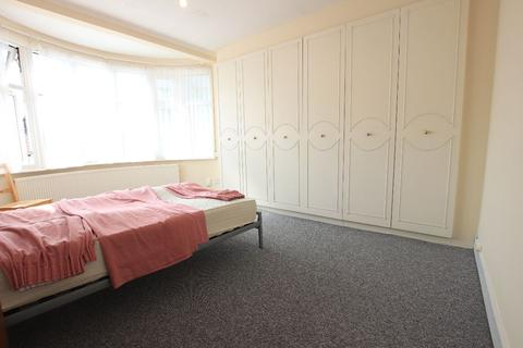 2 bedroom flat to rent - Chase Road, London N14