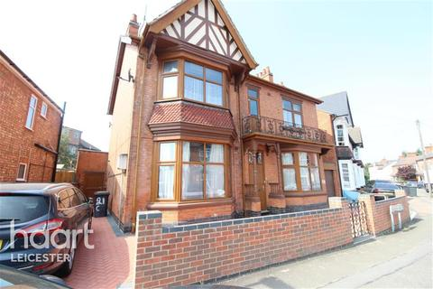 6 bedroom detached house to rent - Cavendish Road