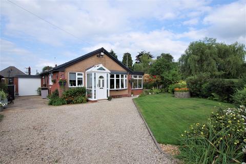 2 bedroom detached bungalow for sale - Derwent Drive, Cheadle