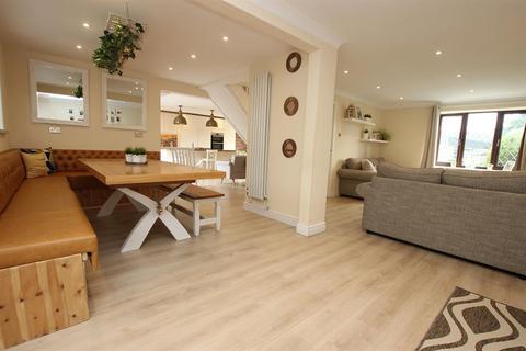 4 bedroom detached house for sale - Knowlesly Road, Darwen, BB3 2JA