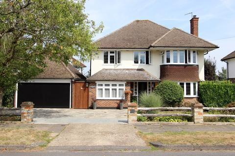 4 bedroom detached house for sale - Yewlands Close, Banstead
