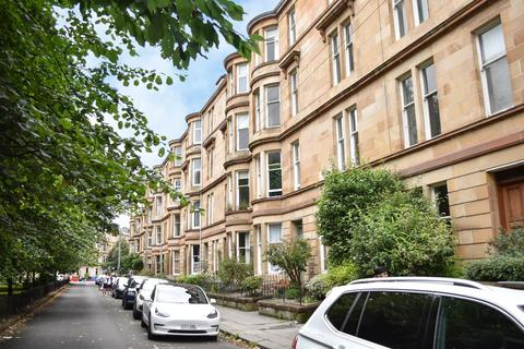 3 bedroom flat for sale - Woodlands Drive, Woodlands