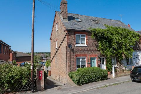 2 bedroom end of terrace house for sale - Ideally located to Hawkhurst Village Centre