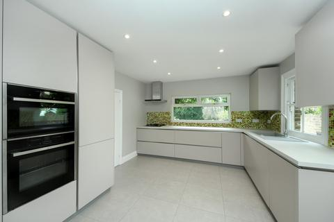 5 bedroom detached house to rent - Inglis Road, London