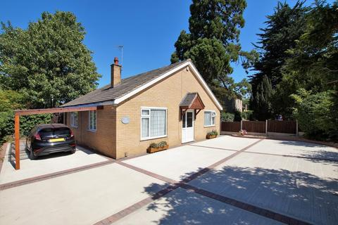 2 bedroom detached bungalow for sale - Church Road, Skellingthorpe, Lincoln
