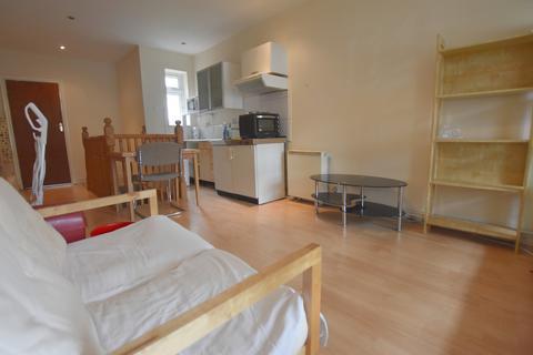 Studio to rent - Wollaton Road, Nottingham