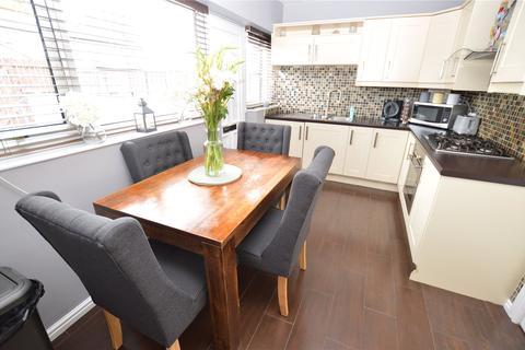 3 bedroom terraced house - Dawlish Grove, Leeds, West Yorkshire