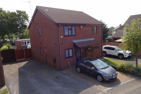 2 bedroom semi-detached house for sale - Thornhill Close, Houghton Regis