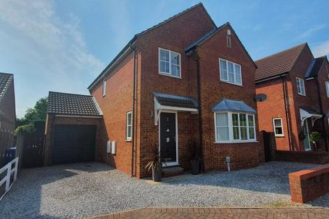 4 bedroom detached house for sale - Chaytor Close, Hull