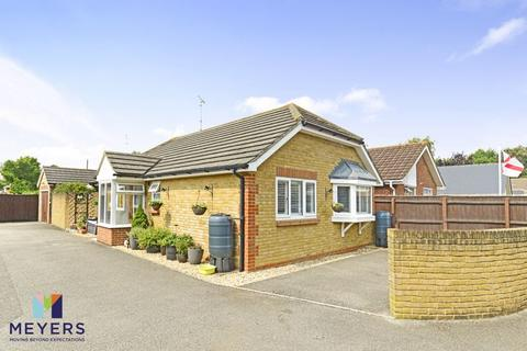 2 bedroom bungalow for sale - Symes Road, Hamworthy, Poole, BH15