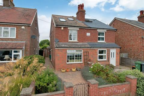 3 bedroom semi-detached house for sale - Howland Road, Marden