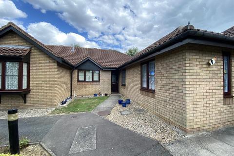 2 bedroom semi-detached bungalow - Meridian Court, Ashford