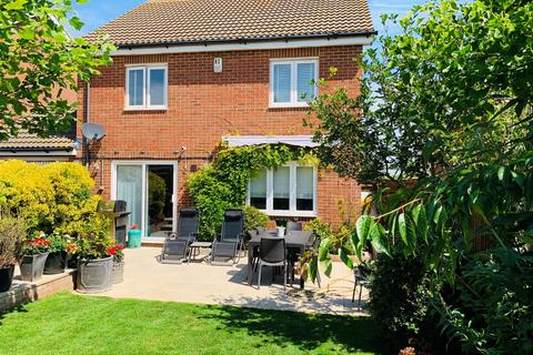 5 bedroom detached house for sale - Sarnia Close, Peacehaven