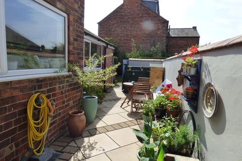 3 bedroom terraced house for sale - St. Nicholas Road, Beverley, East Yorkshire, HU17 0EH