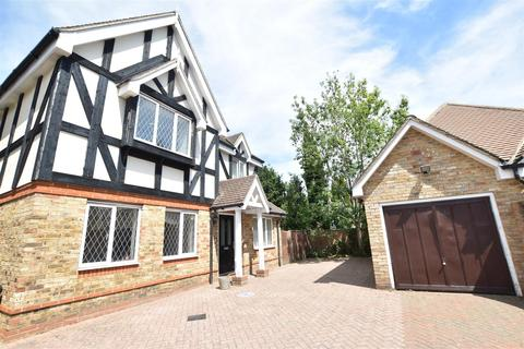 6 bedroom detached house to rent - Herm Close, Osterley