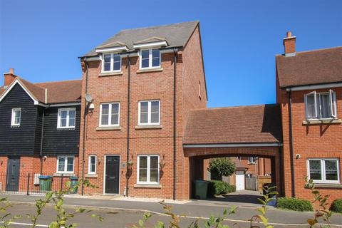 4 bedroom townhouse for sale - Colonel Grantham Avenue, Aylesbury