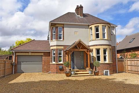 4 bedroom detached house for sale - Milton House, Kettering Road, NN3
